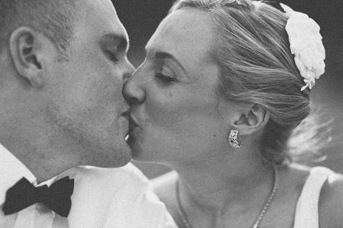Hochzeitsbild-Kuss