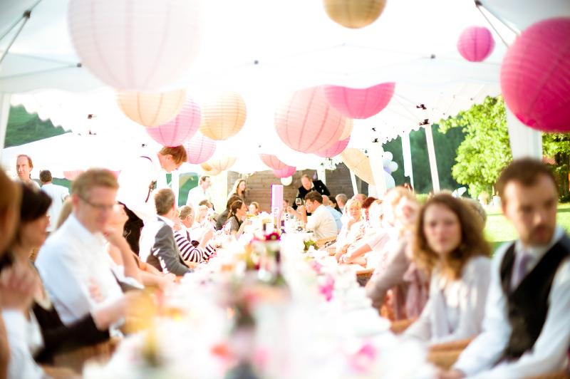 Wir Lieben Pom Pom S Hochzeitsdekoration Mit Farbe Herzlich