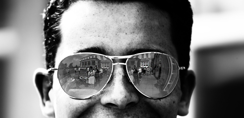 a-reflection-in-some-sunglasses-4005