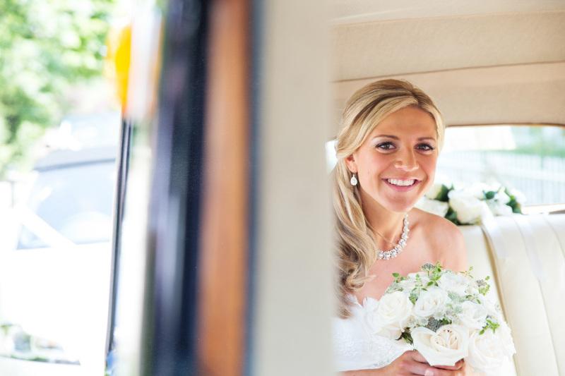 bride-arriving-in-her-wedding-car-3992