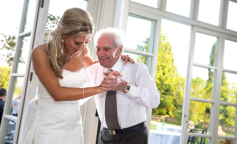 bride-dancing-with-her-grandfather-4019