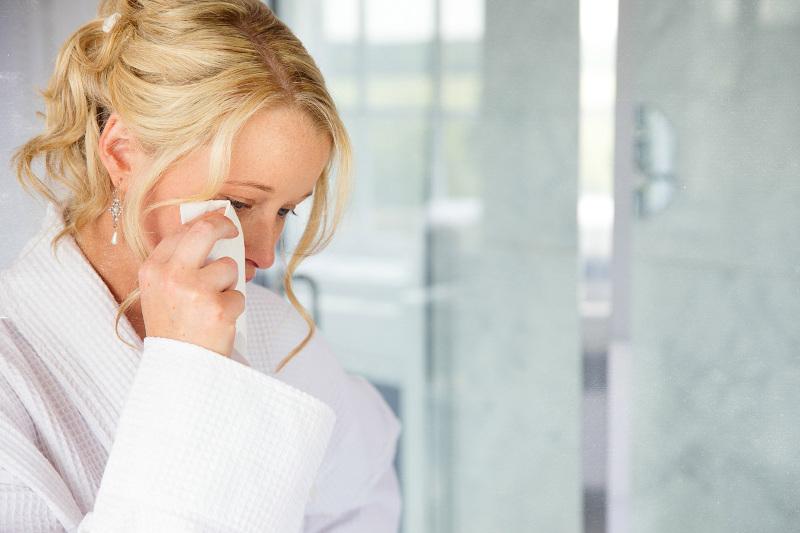 lady-crying-in-a-bathroom-3989