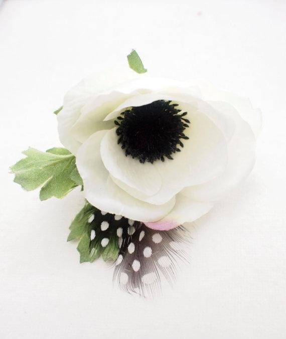 Moderne Ansteckblumen für den Bräutigam