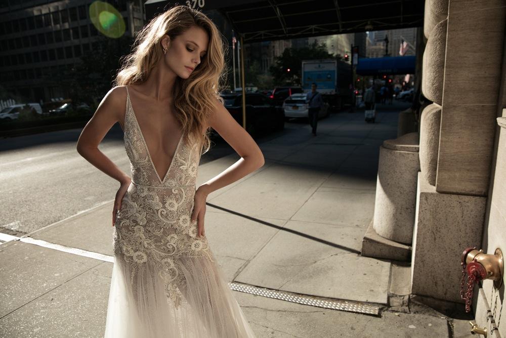 Sexy Brautkleid mit 3D Blumenapplikationen und schmalen Trägern von Berta Bridal Kollektion 2017
