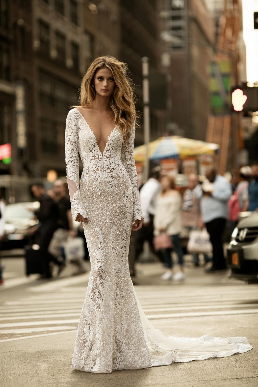 Brautkleid mit Spitzenbesatz von Berta Bridal aus der Herbst Kollektion 2017