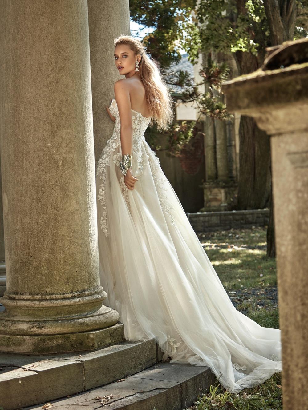 Fließendes Brautkleid von Galia Lahav