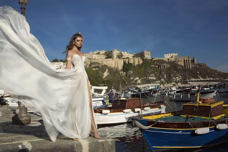 Julie Vino Fall 2017 Kollektion Brautkleid mit hohem Beinschlitz