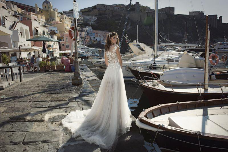 Julie Vino Fall 2017 Kollektion Brautkleid mit schöner Rückenverzierung