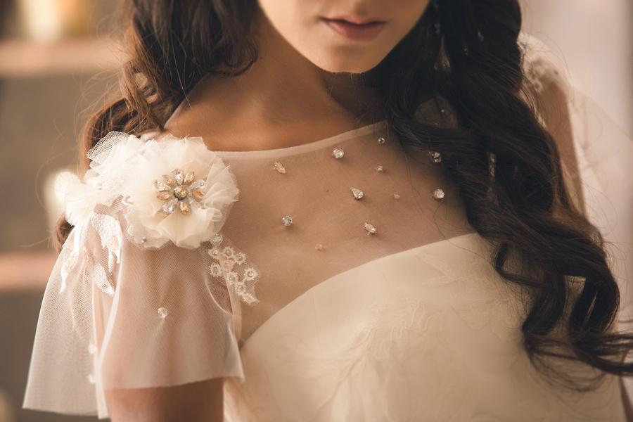 Details am Brautkleid für den perfekten Greenery Trend fotografiert von Fotografa Matriminio