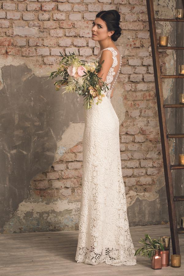 Bezuabernde Braut mit zartem Look für den perfekten Greenery Trend fotografiert von Fotografa Matriminio