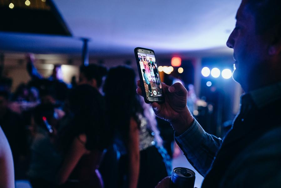 Foto-App Wedbox für einfaches Teilen von Fotos auf allen Smartphones auf der Hochzeit mit dem Hochzeitsblog Brautsalat