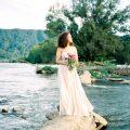 Boho-Braut bei der Brautinspiration am Fluss auf dem Hochzeitsblog Brautsalat