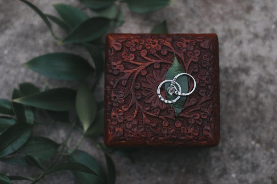Eheringe für die Hochzeit im Orient-Trend auf Brautsalat