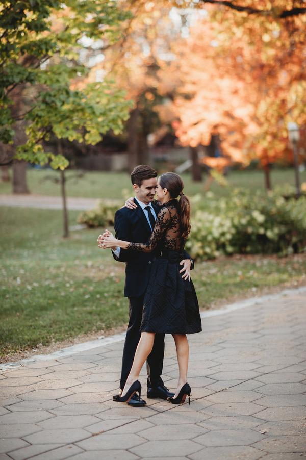 Verlobungshooting in der Stadt auf dem Hochzeitsblog Brautsalat