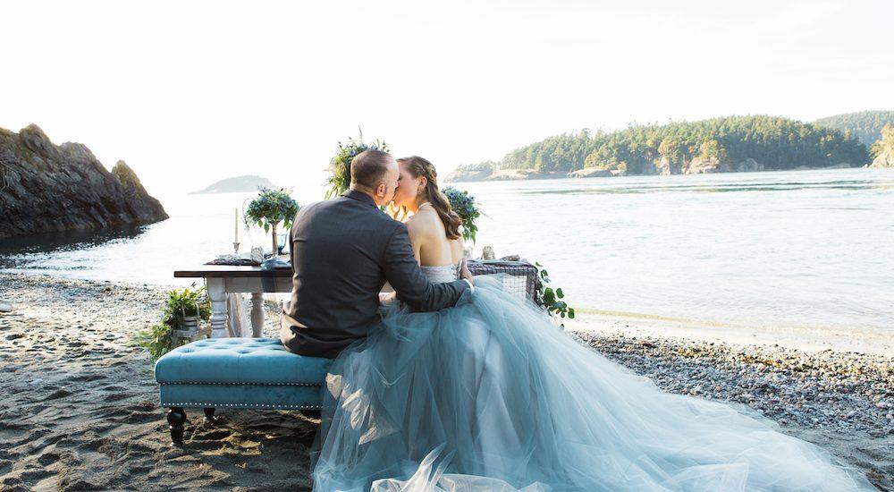 Hochzeit am Meer & ein Brautkleid in Grau ~ Hochzeitsinspiration