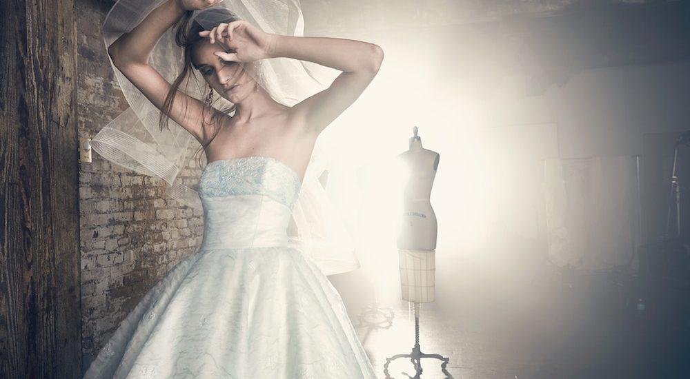 Brautkleider mit blauen Akzenten