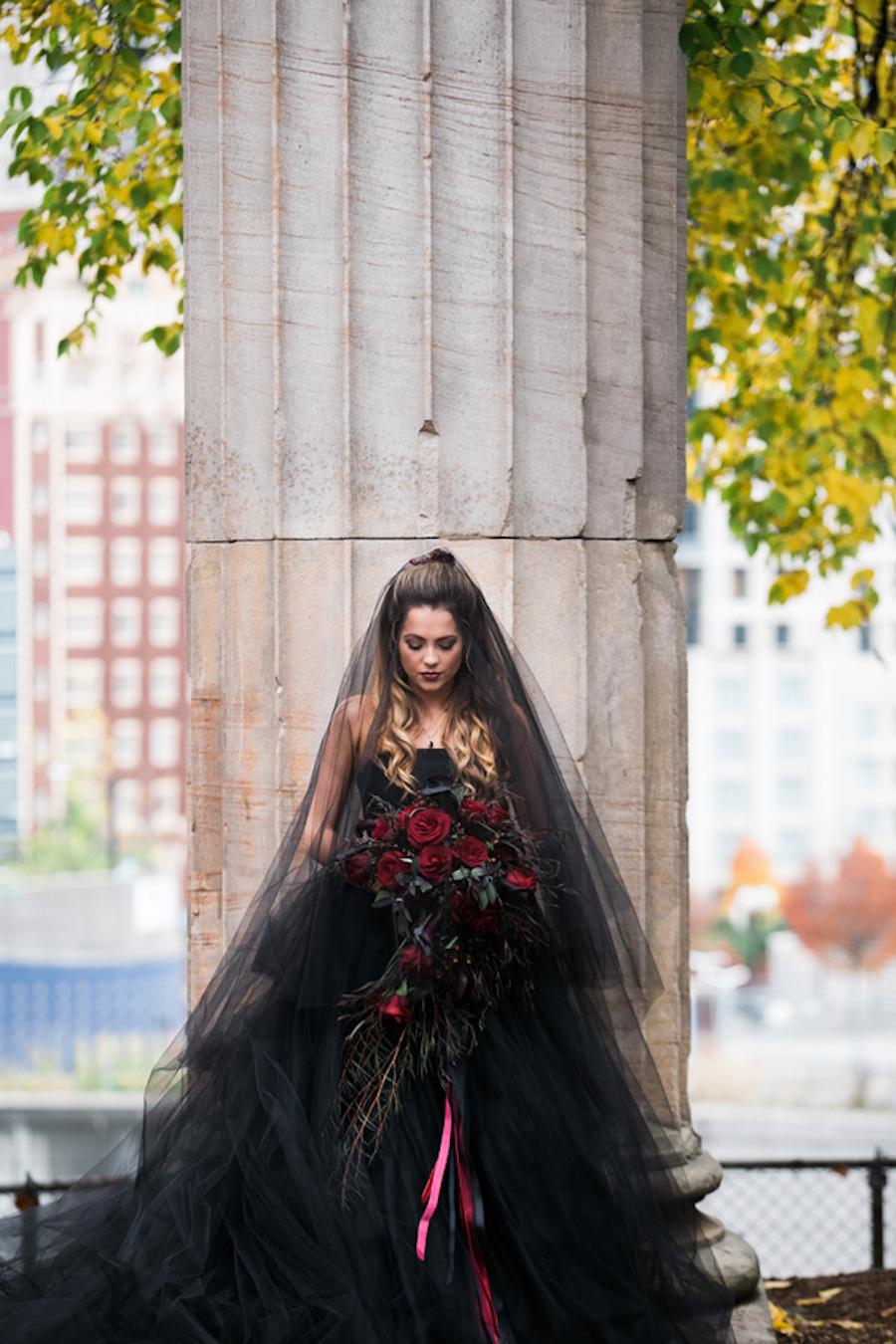Brautkleid in Schwarz ~ Eine Halloween Hochzeitsinspiration