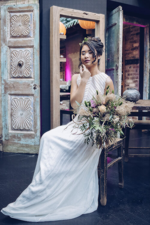 Braut auf einem Hocker | Jennifer Spurk Fotografie