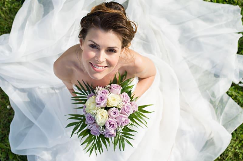 Braut lacht | © PantherMedia / ridofranz