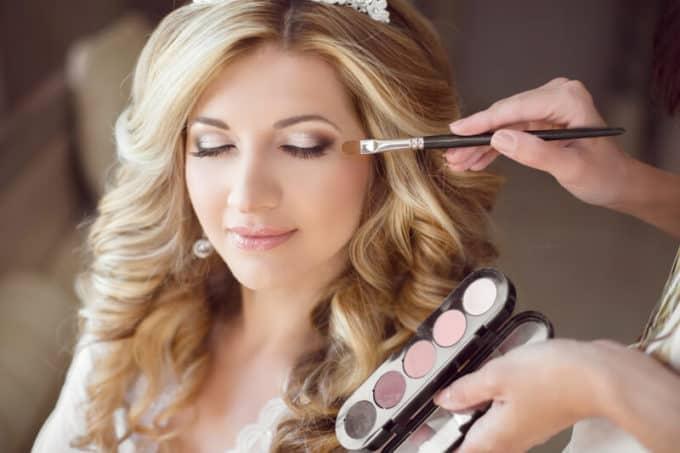 Braut wird geschminkt |© panthermedia.net /VictoriaAndrea
