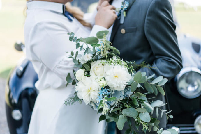 Brautpaar im Hintergrund |Hochzeitsfotograf Marcel Helfert