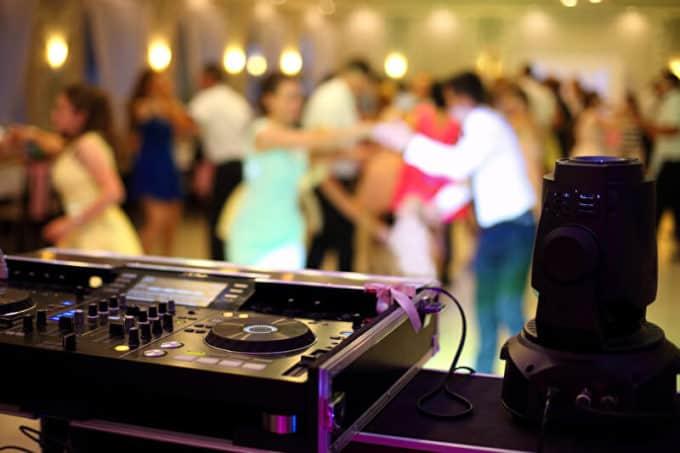 DJ auf einer Hochzeit
