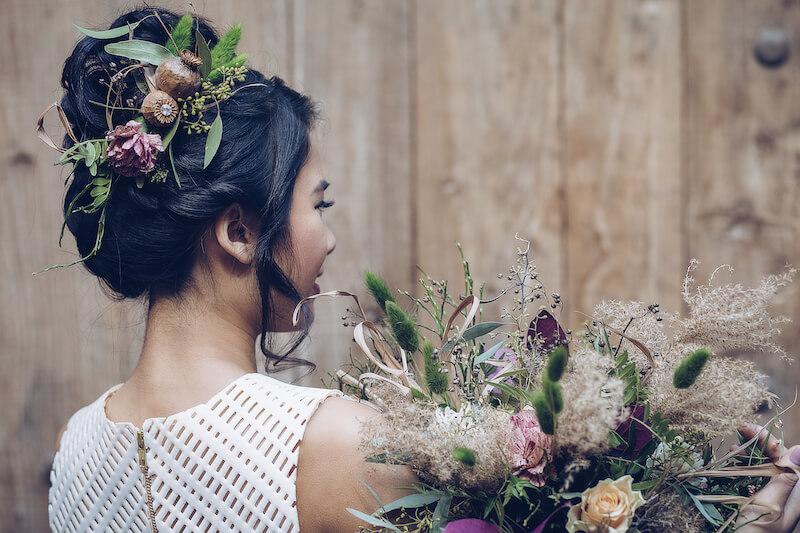 Florale Akzente im Haar | Jennifer Spurk Fotografie