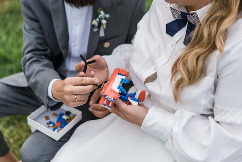 Flugzeug zusammenbauen |Hochzeitsfotograf Marcel Helfert