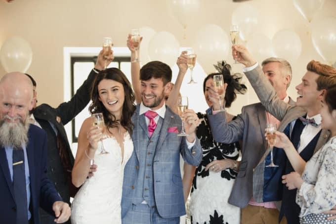Hochzeit feiern gemeinsam mit den Lieben | © panthermedia.net /Graham Oliver