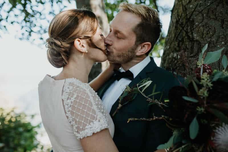 Kuss unter Bäumen | Marcus Frenz Fotografie