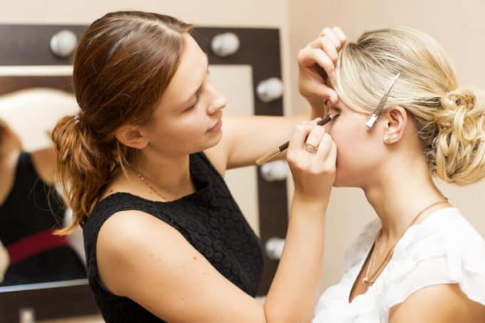 Make-Up-Artist und Braut | © panthermedia.net /Annademy