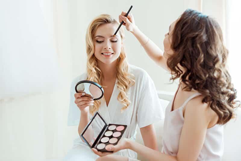 Make-up und Frisur | © PantherMedia / NatashaFedorova