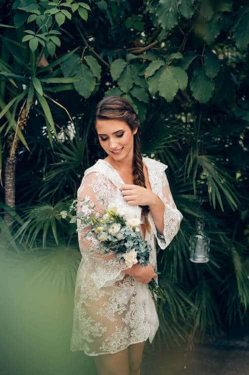 Mit Blumenstrauß | Ines Rast Photography