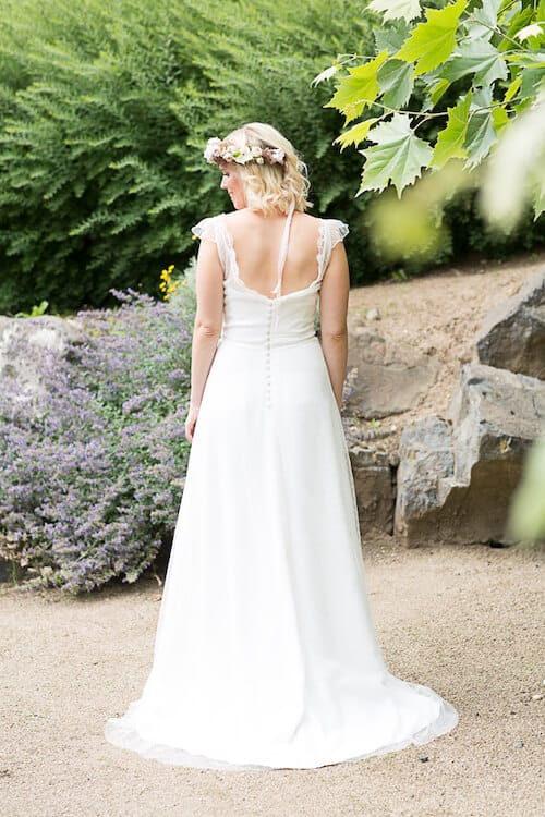 Rückenansicht des Brautkleides | Sandra Seibt Fotografie