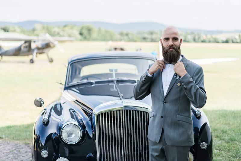 Vor dem Oldtimer |Hochzeitsfotograf Marcel Helfert