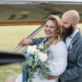 Zusammen auf dem Flugplatz | Hochzeitsfotograf Marcel Helfert