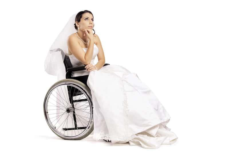 Braut nach Unfall vor ihrer Hochzeit | © panthermedia.net /Luis Louro