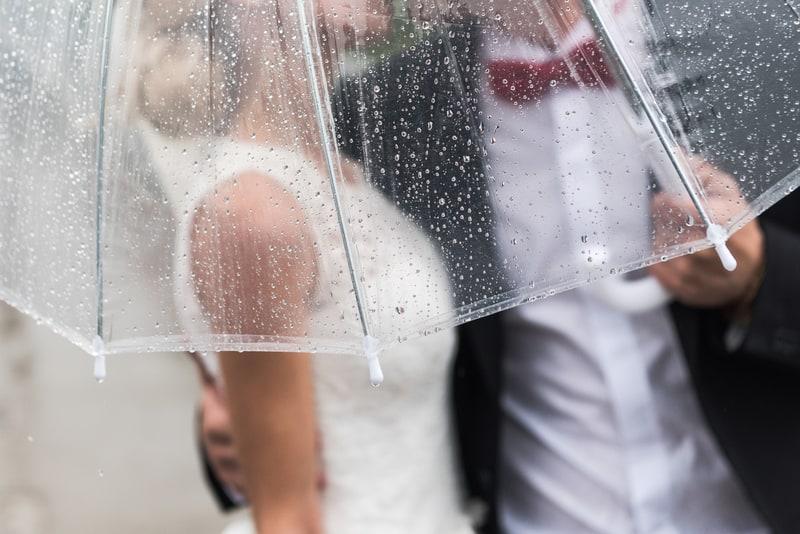 Hochzeit im Regen | © panthermedia.net /Andreua